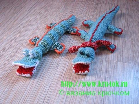два крокодила