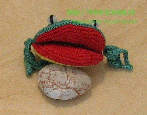 лягушка крючком
