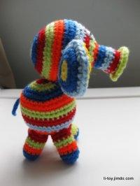 вязаный крючком слоненок