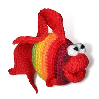 Вязаная игрушка — рыбка