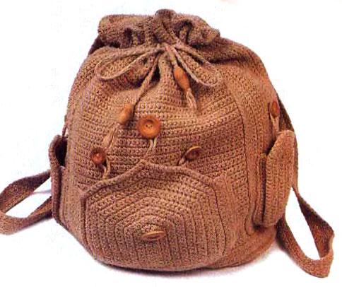 Вязаный рюкзак- отличное дополнение к летнему наряду.