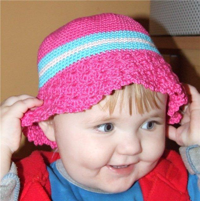А вот очаровательная панамка для девочки 1,5-2года, связана крючком.