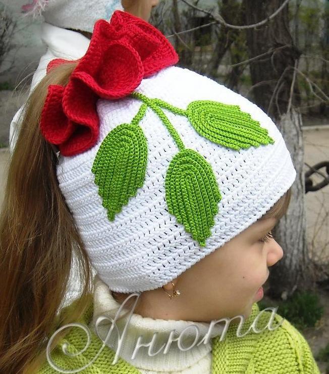 Вязаная шапочка «Роза»