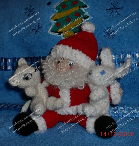 Вязаная игрушка - Дед Мороз