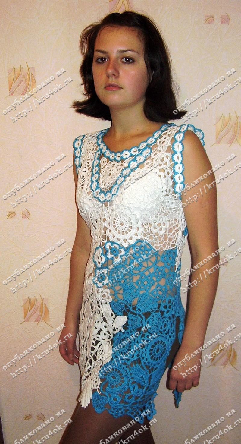 Бело голубое вязаное платье работа