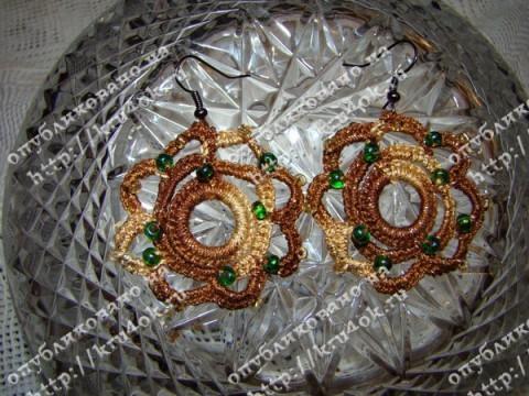 Вязаные сережки с бисером