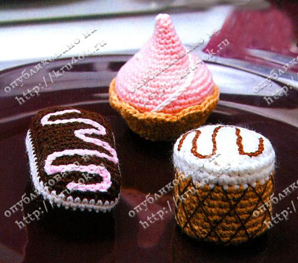 Вязаные крючком пирожные