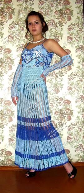 Голубое платье, связанное крючком