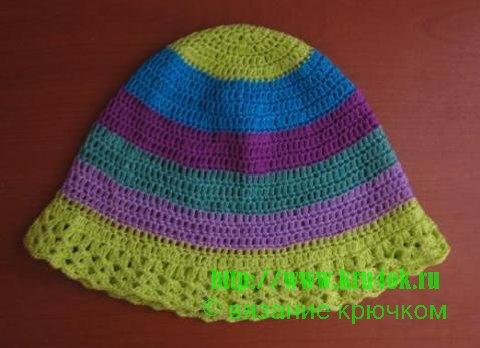 полосатая панама для девочки, вязаные шапочки