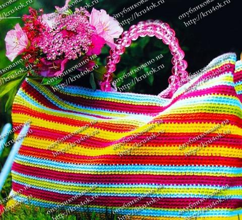 Пестрая сумочка, связанная крючком