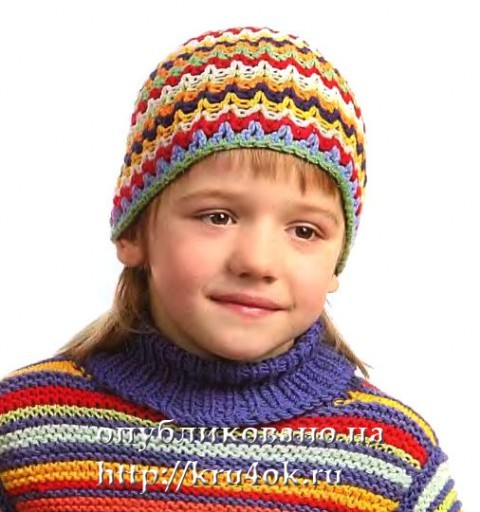 Разноцветная шапка для мальчика