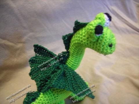 Вязаная игрушка бронтозаврик