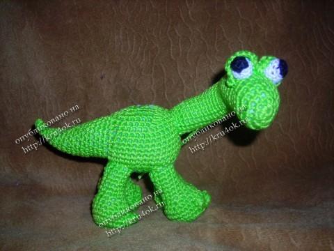 Вязаная игрушка бронтозаврик (дракон)
