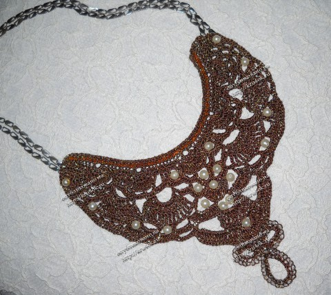 Вязаное крючком колье