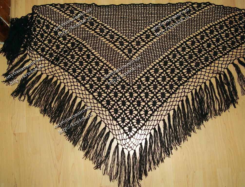 Классно смотрится и с брюками и с сарафаном и в качестве нашейного платка.  Схема вязания шали крючком представлена...