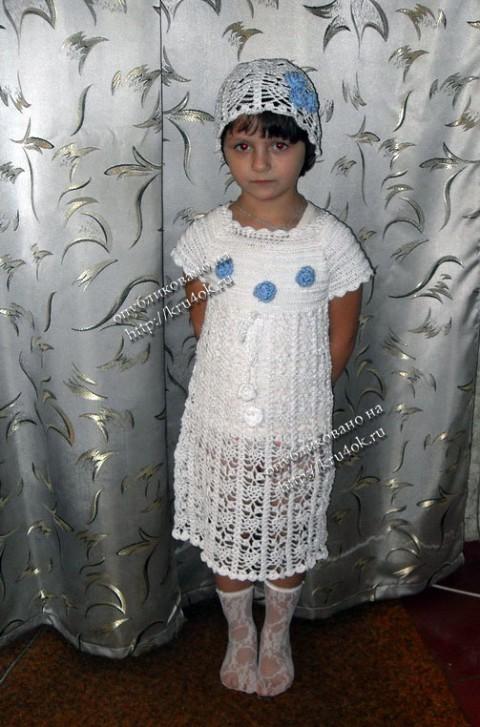 Белое платье, болеро и шапочка связанные крючком
