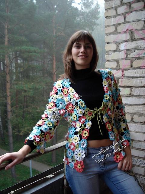 Жакет с цветами связанный крючком
