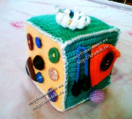 вязаная игрушка развивающий кубик