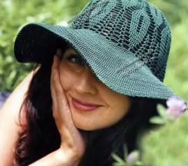 Зеленая шляпа с полями , вязание крючком
