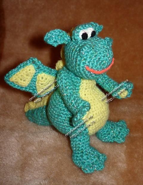 игрушка дракон, связанный крючком