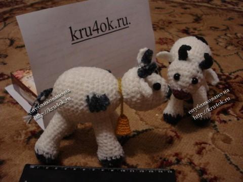игрушки коровки, связанные крючком