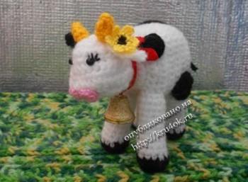 игрушка коровка, связанная крючком