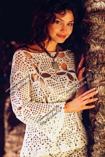 Пуловер из ажурных квадратов