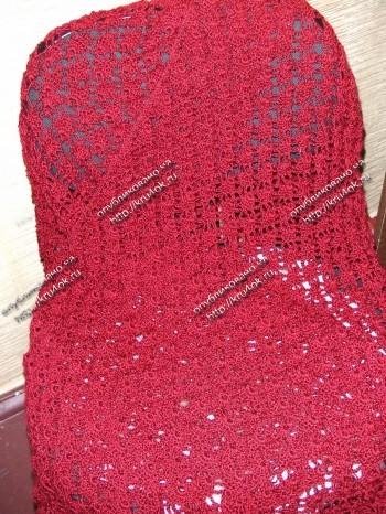 Бордовый палантин, связанный крючком