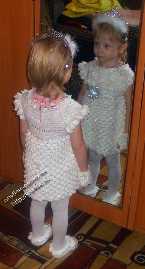 Платье - снежинка, связанное крючком