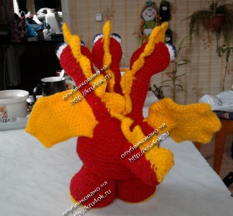 Трехголовый дракончик связанный крючком
