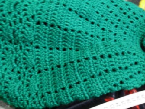 Зеленое пончо, связанное крючком