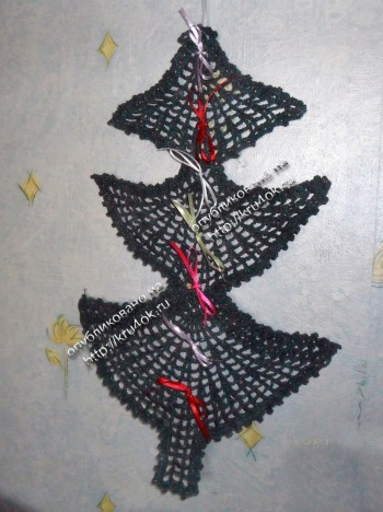 Вязаная елка - украшение на стену