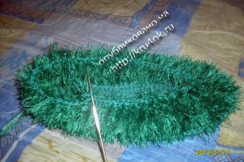 Уютные тапочки из травки связанные крючком
