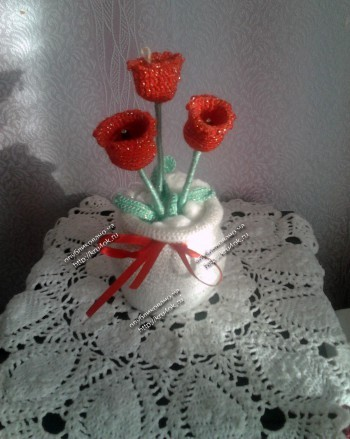 Тюльпаны в вазе, связанные крючком