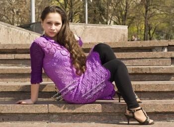 фиолетовое платье , связанное крючком