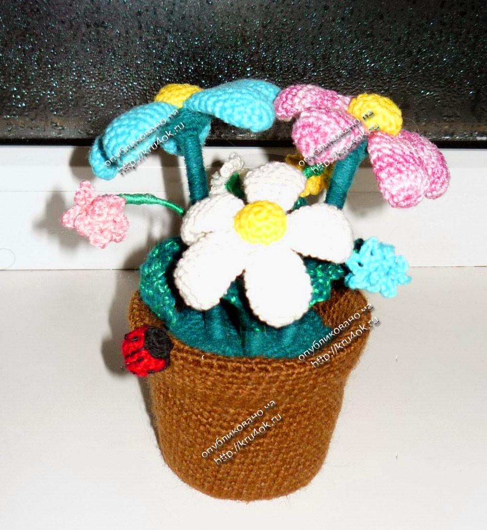Цветы в горшке - работа Юлии Останиной.  Для работы понадобятся: Остатки не толстых ниток (типа Ирис)...