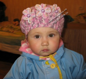 Детский берет, связанный крючком