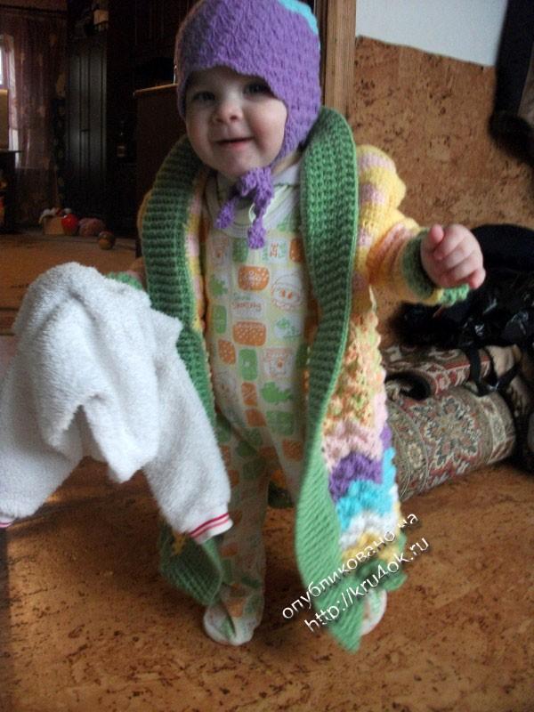 Детское пальто связанной крючком