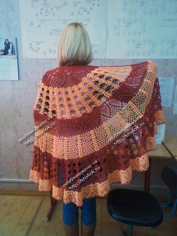 Вязаная шапка из квадратиков в стиле пэчворк