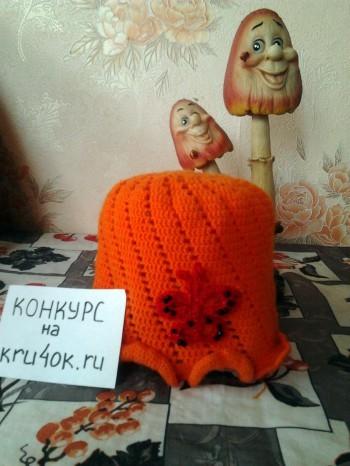 Оранжевая шапочка связанная крючком