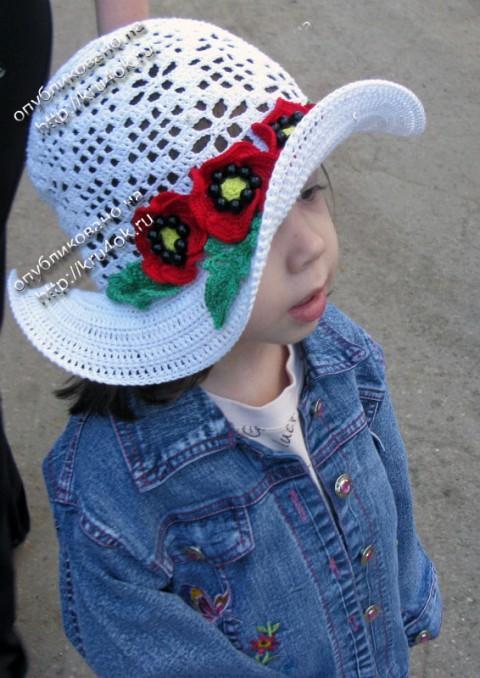 шляпка с маками, связанная крючком