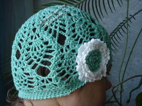 Бирюзовая шапочка для девочки