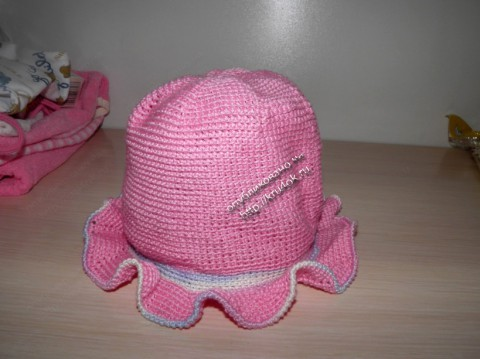 вязаная крючком шапочка