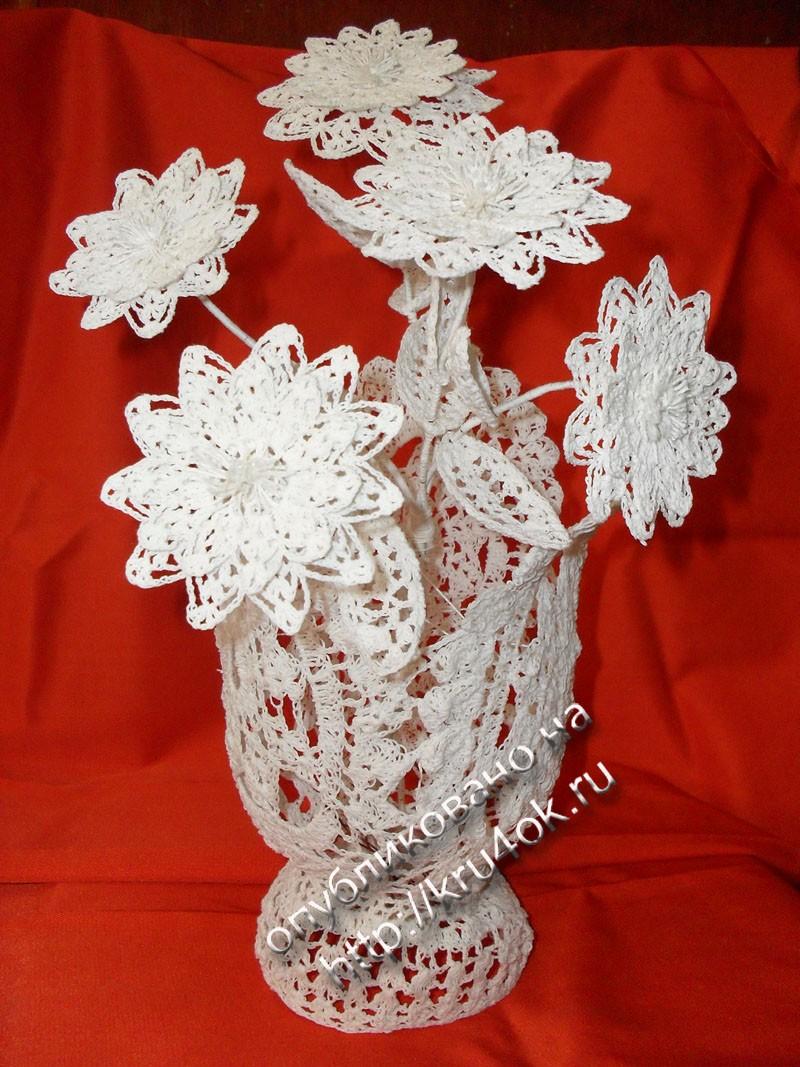 крючком. работы Натальи Кулаковой.  Вазы и цветы связаны из ниток х/б 10 крючком 1. Ажурные цветы в вазе, связанные.