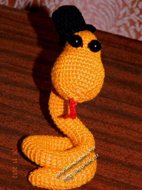 вязаная крючком змейка