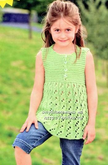 фото детского платья - туники, связаного спицами