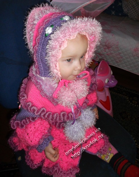 фото вязаного крючком комплекта для девочки