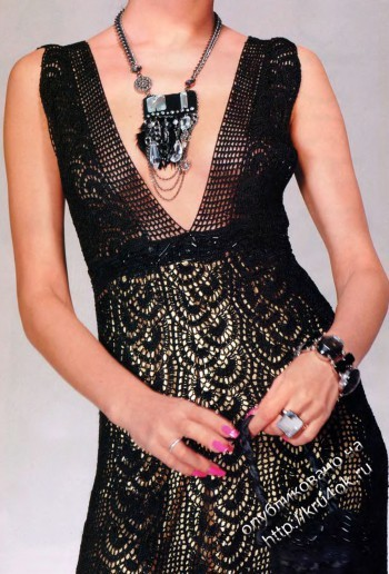 фото вязаного крючком черного платья с описанием