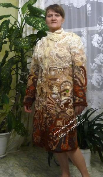 Вязаное пальто в технике фриформ