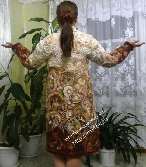 фото вязаного пальто в технике фриформ